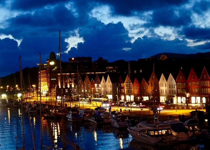 Bergen by night
