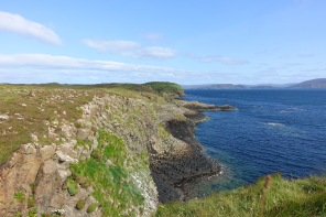 Walk around Staffa